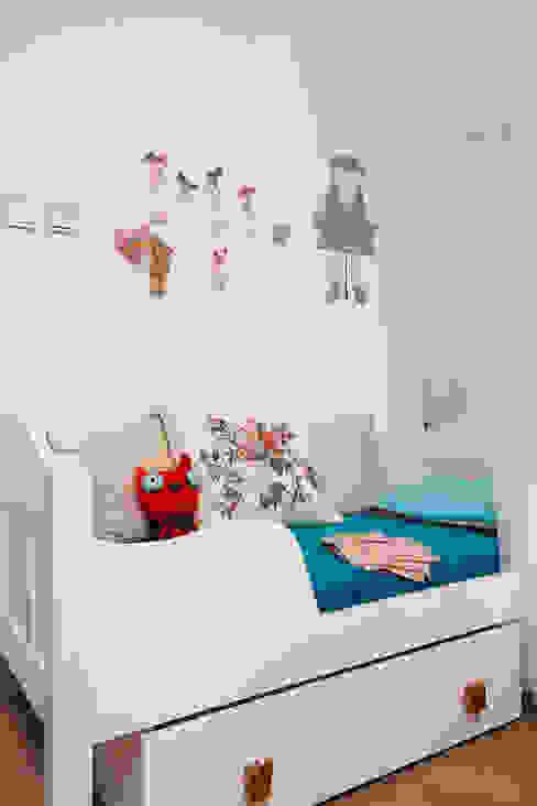 Eklektyczny pokój dziecięcy od homify Eklektyczny