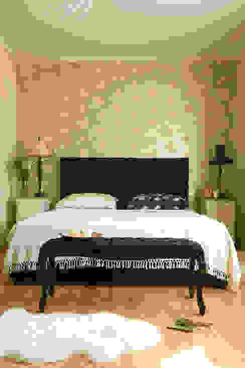 Camera da letto in stile classico di Pracownia Projektowa Poco Design Classico