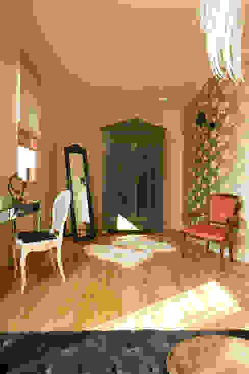 Classic style bedroom by Pracownia Projektowa Poco Design Classic