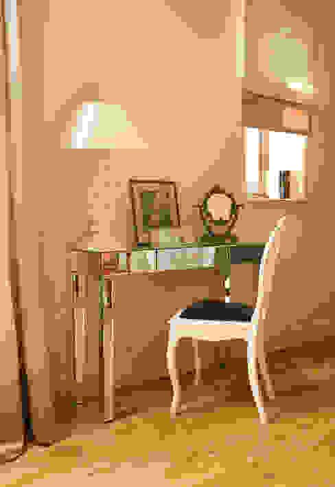 Dormitorios de estilo  de Pracownia Projektowa Poco Design, Clásico
