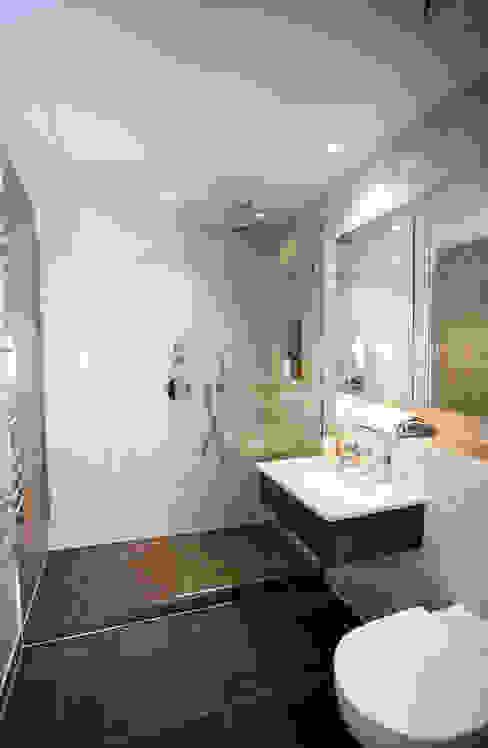 Luxury Residential Modern bathroom by trulli Design Modern