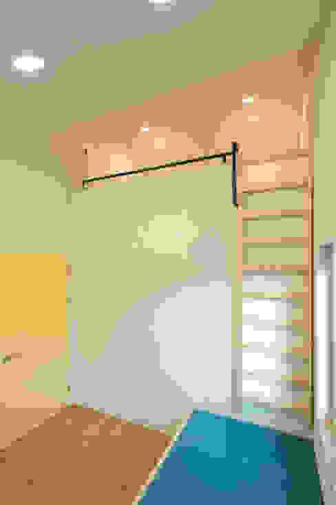 남양주 송촌리 주택: (주)오우재건축사사무소 OUJAE Architects의  침실