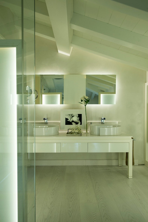 BAGNO PADRONALE di Studio Architettura Carlo Ceresoli Moderno