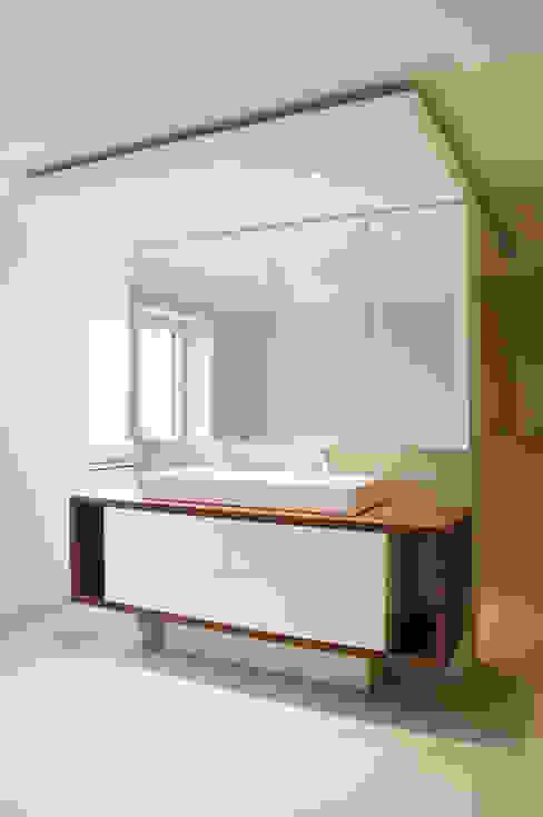 Baños de estilo moderno de Sökeland-Leimbrink Architektur • Design GmbH Moderno