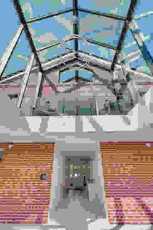 Modern walls & floors by 28 Grad Architektur GmbH Modern