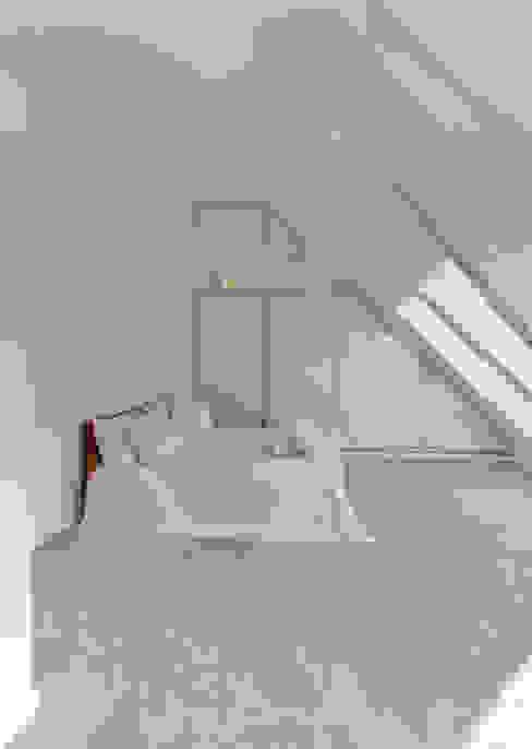 de 28 Grad Architektur GmbH Moderno