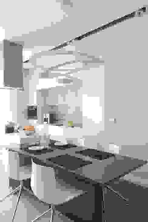 Apartament na Grzybowskiej_ Warszawa: styl , w kategorii Kuchnia zaprojektowany przez I Home Studio Barbara Godawska,Minimalistyczny