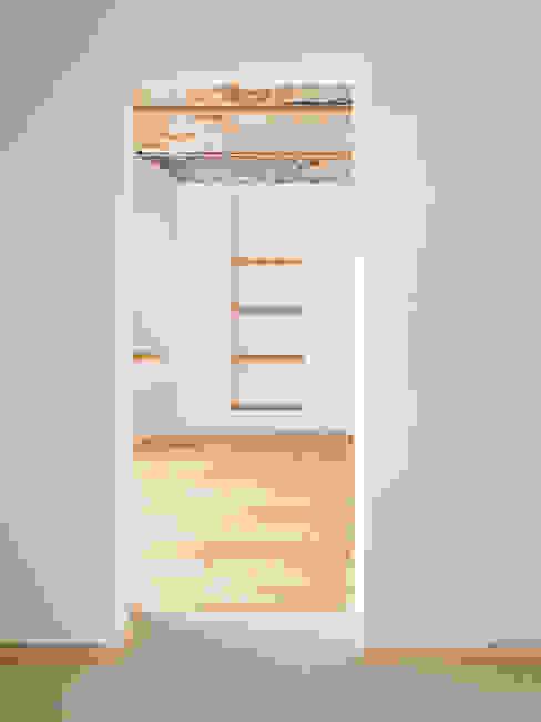 Kappendecke Minimalistische Küchen von quartier vier Architekten Landschaftsarchitekten Minimalistisch