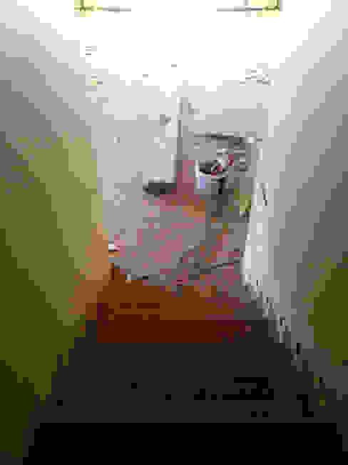 Classic style corridor, hallway and stairs by NM Mimarlık Danışmanlık İnşaat Turizm San. ve Dış Tic. Ltd. Şti. Classic
