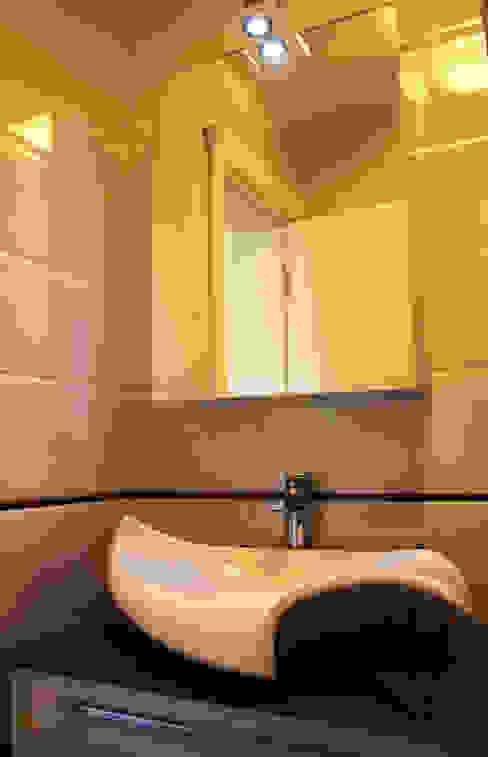 Classic style bathroom by NM Mimarlık Danışmanlık İnşaat Turizm San. ve Dış Tic. Ltd. Şti. Classic