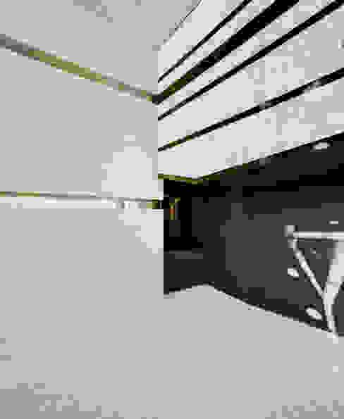 Panteón para un Ingeniero - Interior Paredes y suelos de estilo moderno de MARTINEZ VIDAL ARQUITECTOS Moderno