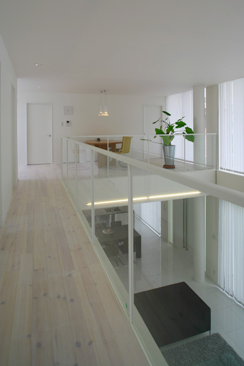 Modern corridor, hallway & stairs by IMU Modern
