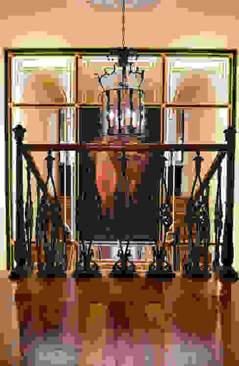 Коридор, прихожая и лестница в классическом стиле от Studiogkappa Классический