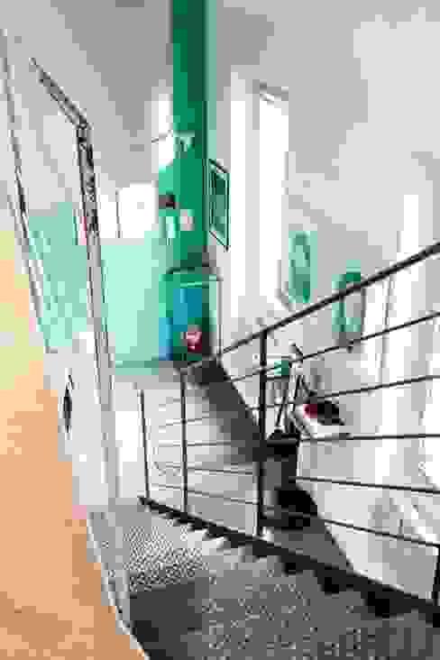 인더스트리얼 복도, 현관 & 계단 by Emilia Barilli Studio di Architettura 인더스트리얼