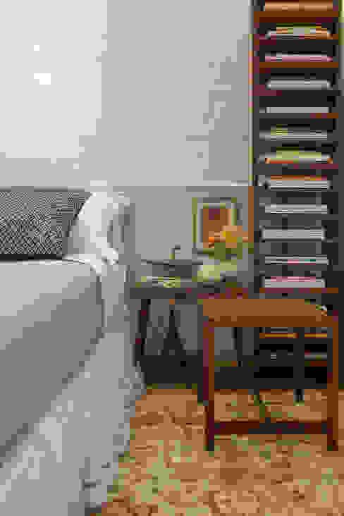 Bedroom by Nara Cunha Arquitetura e Interiores,