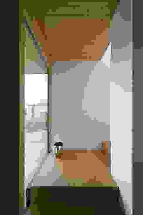 Haus Brunner Moderner Flur, Diele & Treppenhaus von architektur + raum Modern