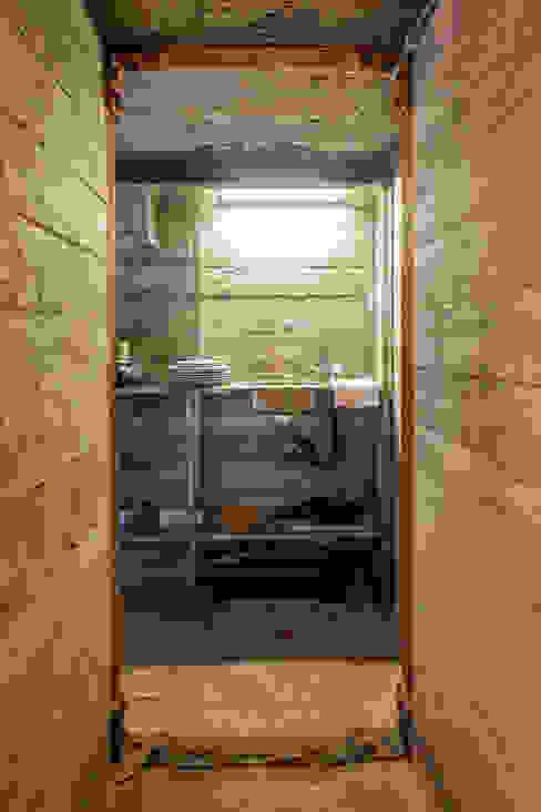 Bunker in Vuren (The Netherlands) Industriële badkamers van B-ILD Architects Industrieel
