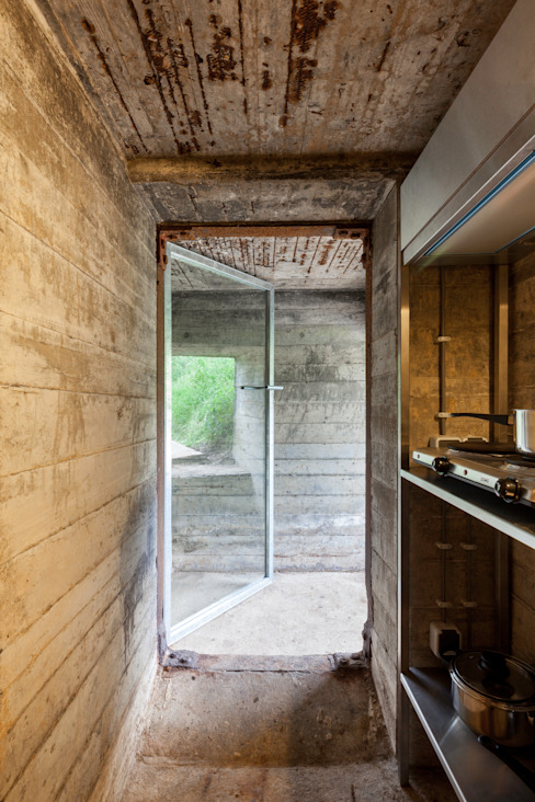 Bunker in Vuren (The Netherlands) Industriële gangen, hallen & trappenhuizen van B-ILD Architects Industrieel