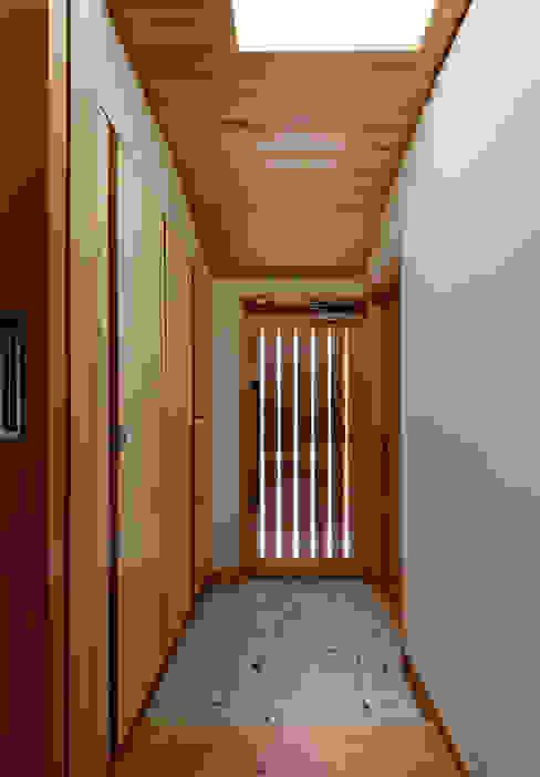 玄関 モダンスタイルの 玄関&廊下&階段 の 磯村建築設計事務所 モダン
