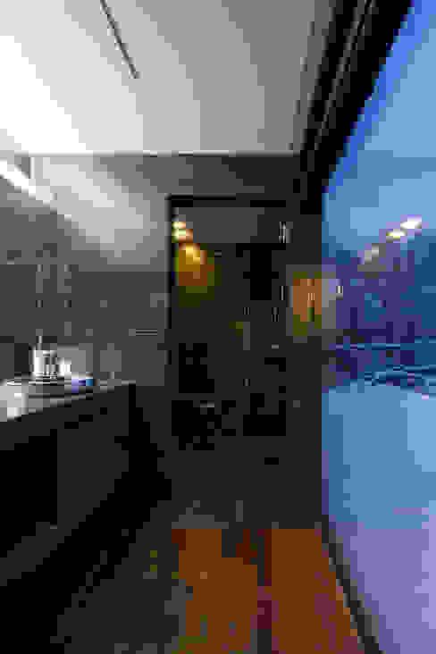 YMT residence 07 モダンスタイルの お風呂 の 浅香建築設計事務所 asaka architectural design モダン