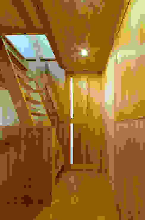廊下と階段 モダンな 家 の 磯村建築設計事務所 モダン