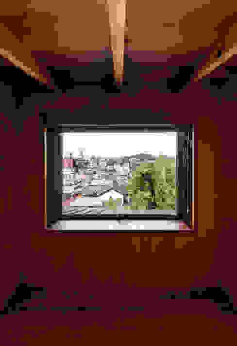 ロフト モダンデザインの 多目的室 の 磯村建築設計事務所 モダン