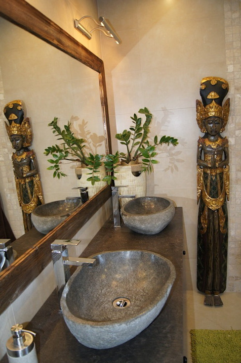 Tropical style bathroom by Industone Tropical
