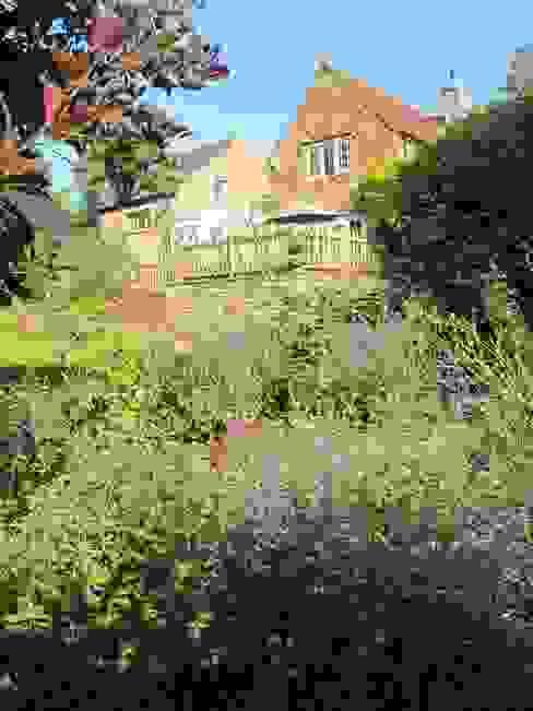 Jardines de estilo  por Katherine Roper Landscape & Garden Design, Rural