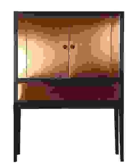 Ooier dresser: modern  door Asiades, Modern