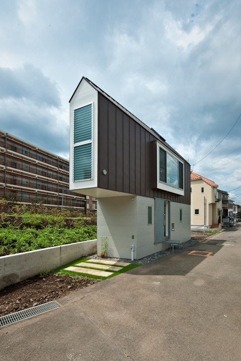 ​River side house / House in Horinouchi Casas modernas: Ideas, imágenes y decoración de 水石浩太建築設計室/ MIZUISHI Architect Atelier Moderno