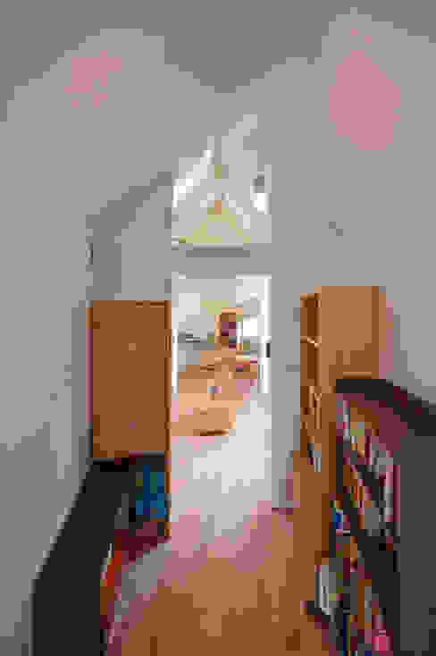River side house / House in Horinouchi Escritórios modernos por 水石浩太建築設計室/ MIZUISHI Architect Atelier Moderno