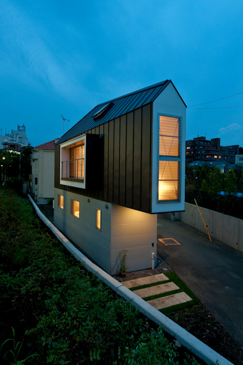 ​River side house / House in Horinouchi Maisons modernes par 水石浩太建築設計室/ MIZUISHI Architect Atelier Moderne