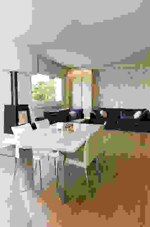 Столовая комната в стиле модерн от Studiogkappa Модерн