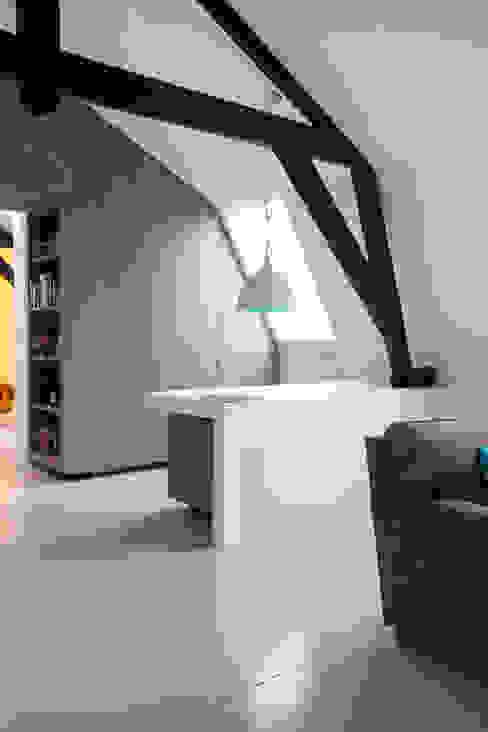 Minimalistische Arbeitszimmer von studio KAP+BERK Minimalistisch