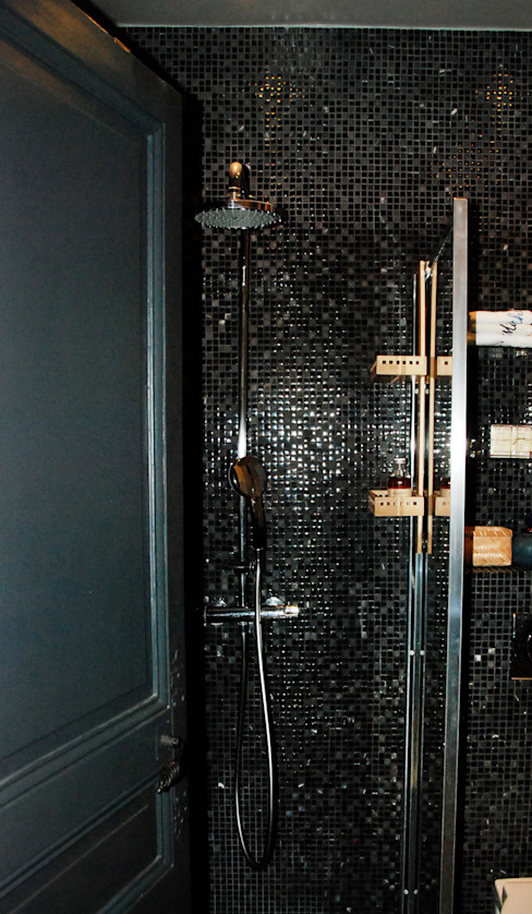 Un wc transformé en salle d'eau • Houilles 78 par Agnès Dandine - Chichichic