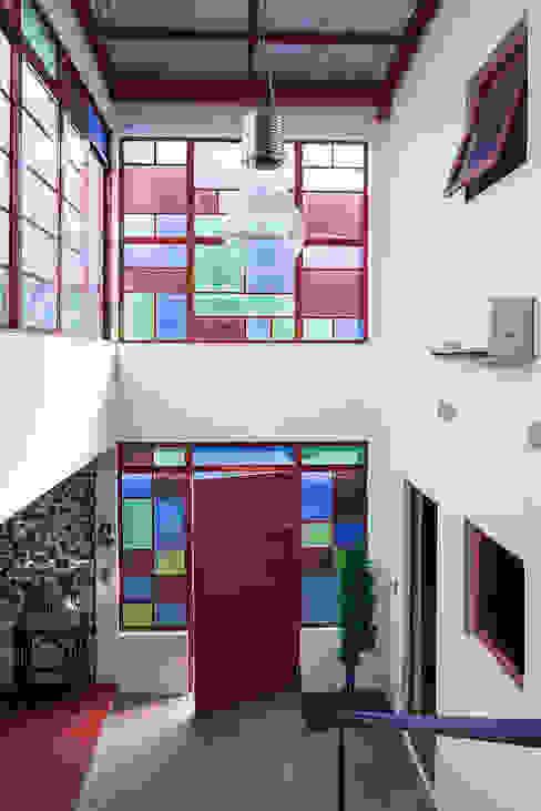 Acesso casa e circulação: Corredores e halls de entrada  por Blacher Arquitetura,Eclético