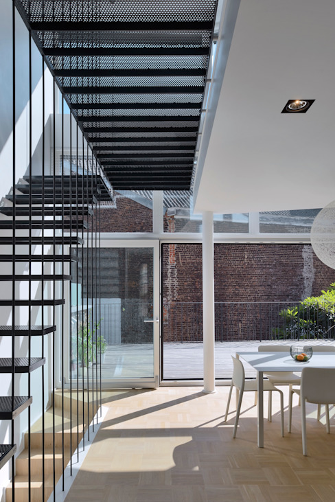 現代風玄關、走廊與階梯 根據 atelier d'architecture FORMa* 現代風