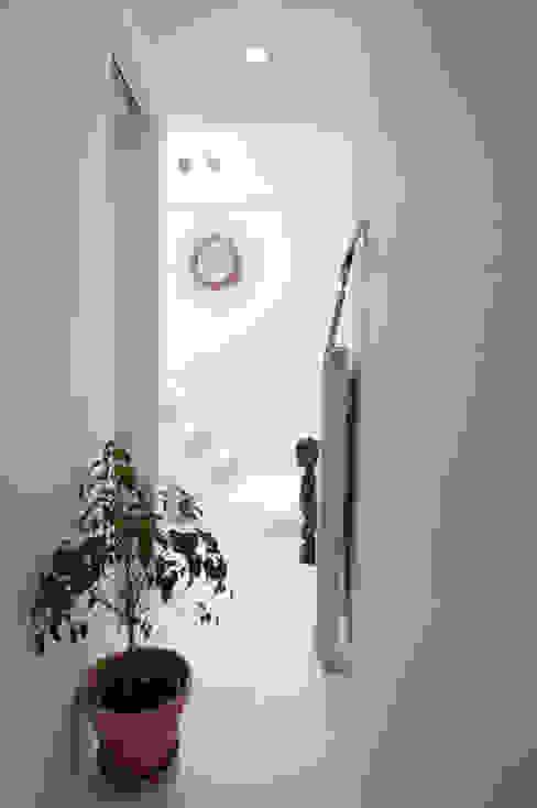 Corridor, hallway & stairs  by phdvarvhitecture,
