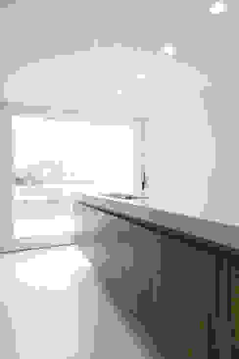 M&J house, Vossem Minimalist kitchen by bruno vanbesien architects Minimalist