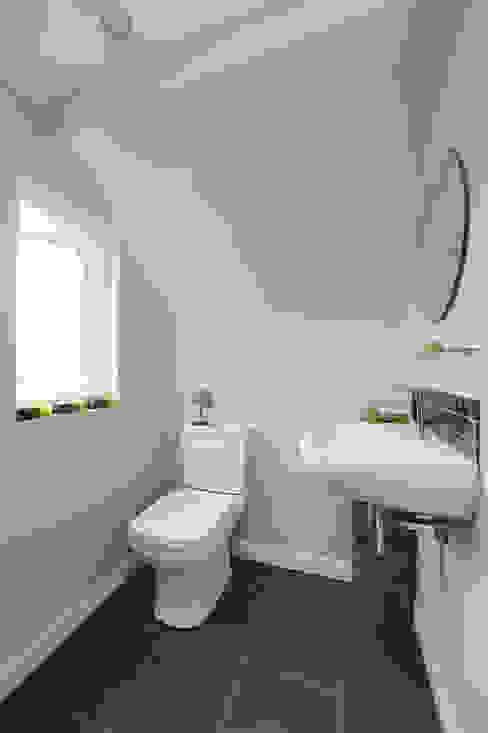 l-shaped dormer loft conversion richmond Modern bathroom by homify Modern