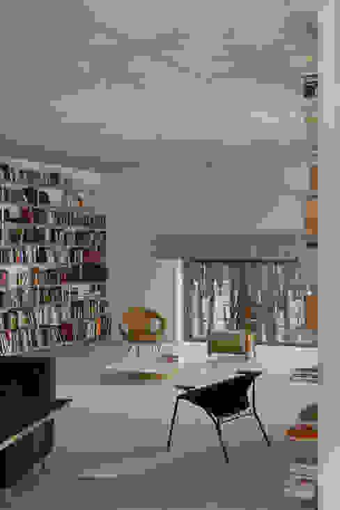 Гостиная в стиле минимализм от ANONIMOWI ARCHITEKCI Минимализм