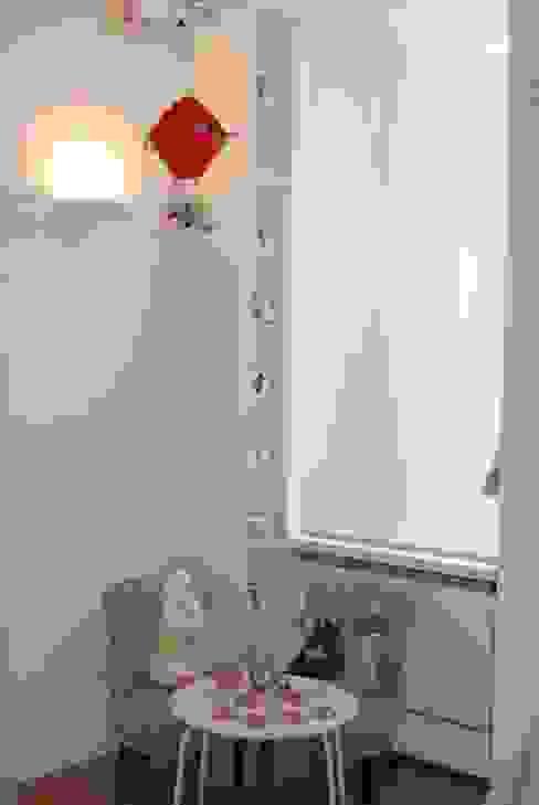SALARIO Stanza dei bambini minimalista di NeAr New Architecture Minimalista