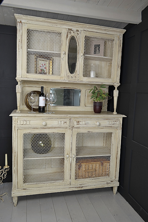 French Shabby Chic Kitchen Dresser with Chicken Wire Doors de The Treasure Trove Shabby Chic & Vintage Furniture Clásico