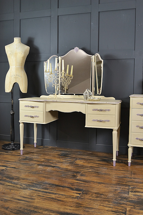 Cream French Louis Dressing Table: classic  by The Treasure Trove Shabby Chic & Vintage Furniture, Classic