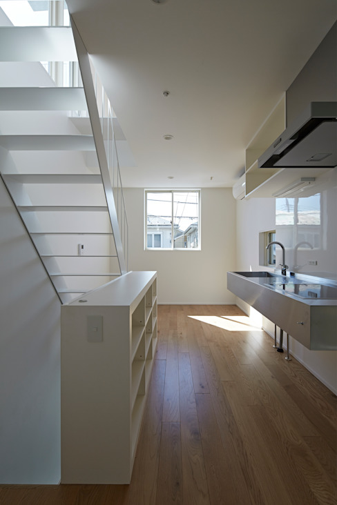 sandwich apartment: 池田雪絵大野俊治 一級建築士事務所が手掛けたキッチンです。,オリジナル
