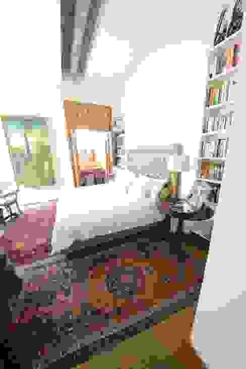 La camera Principale Camera da letto in stile classico di Studio Fori Classico