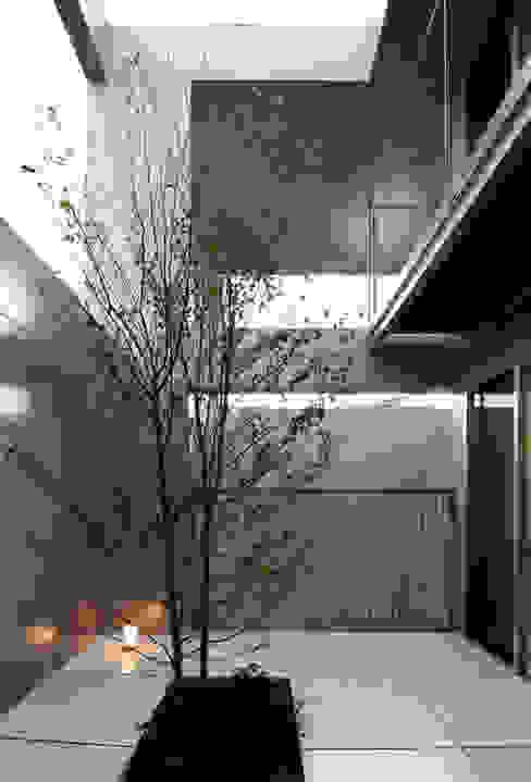 A邸: 長谷雄聖建築設計事務所が手掛けた庭です。,モダン