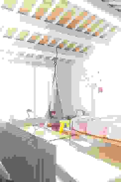 camera da letto bambini Camera da letto moderna di Andrea Stortoni Architetto Moderno