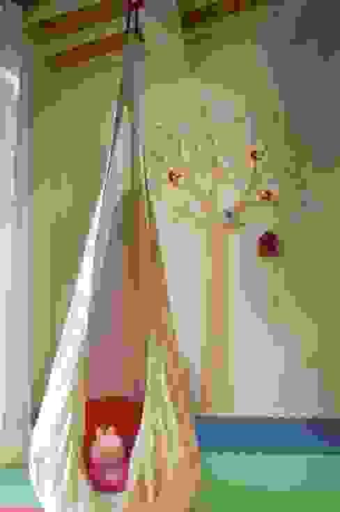 camera da letto bambini - particolare Camera da letto moderna di Andrea Stortoni Architetto Moderno
