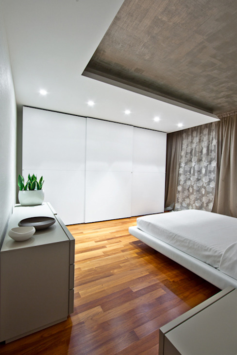 Modern style bedroom by Andrea Stortoni Architetto Modern